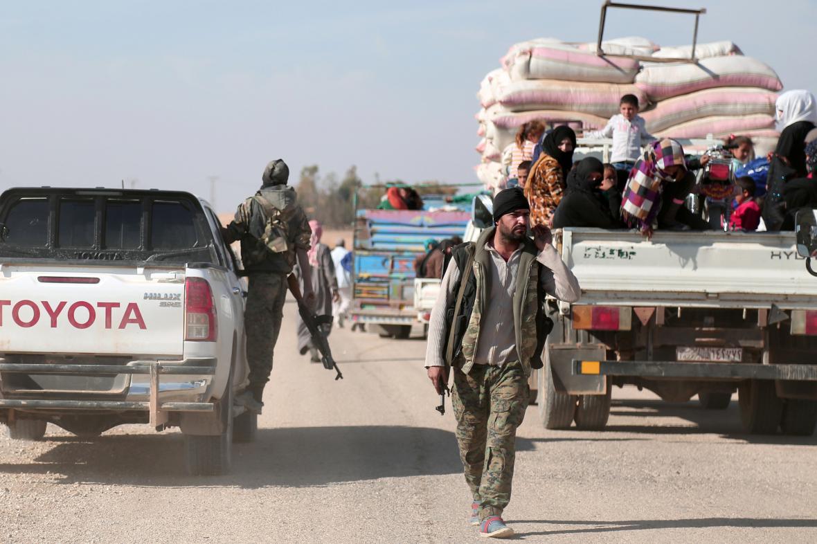 Bojovníci opozičních Syrských demokratických sil