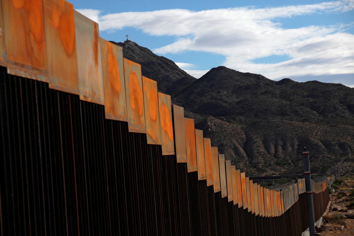 Plot na hranici USA a Mexika
