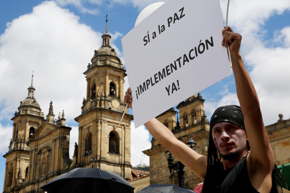 Kolumbijští poslanci schválili mírovou dohodu s FARC