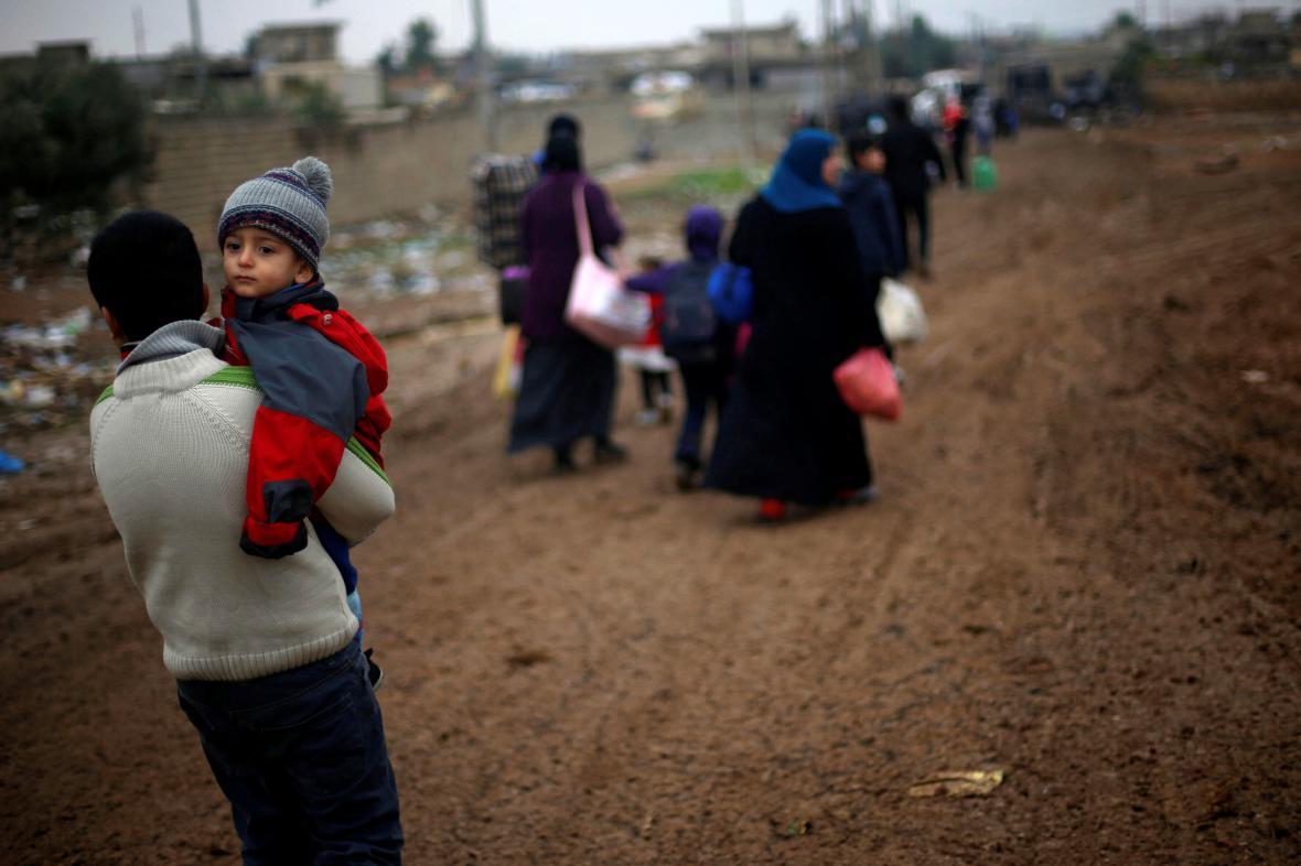 Iráčané prchají z Mosulu