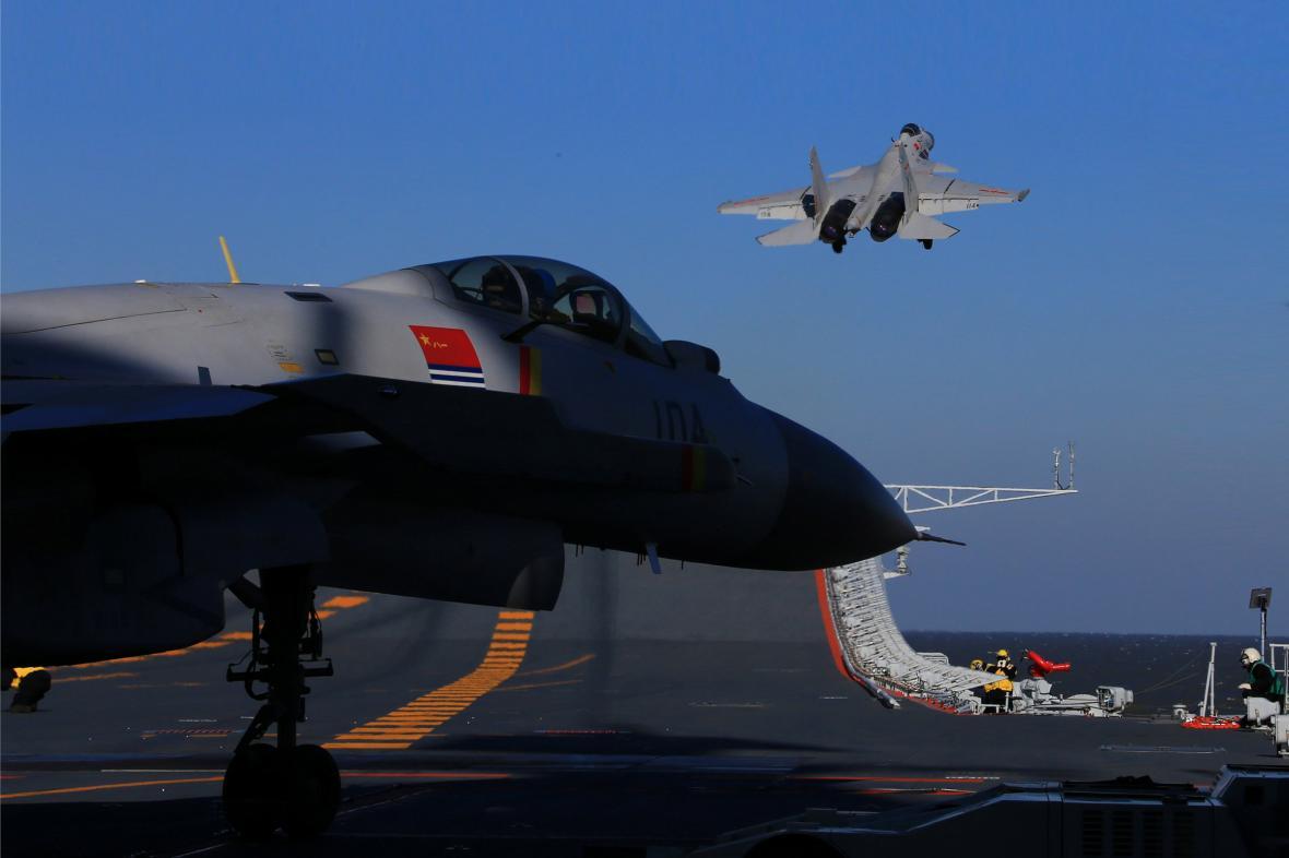 Do cvičení čínské armády se zapojila i letadlová loď