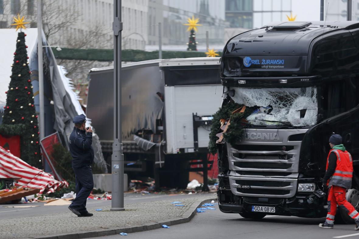 Místo pondělní tragédie na vánočním trhu v centru Berlína
