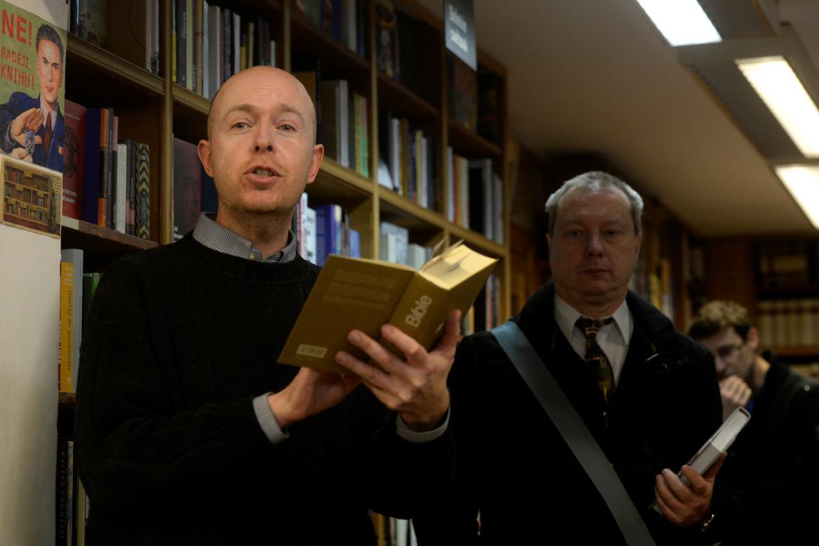 Martin C. Putna v knihkupectví Fišer