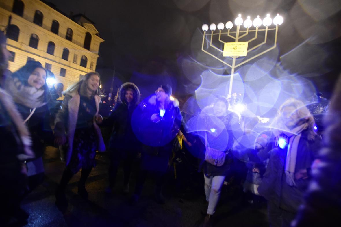 Slavnostní zapálení světel chanukové menory v Praze