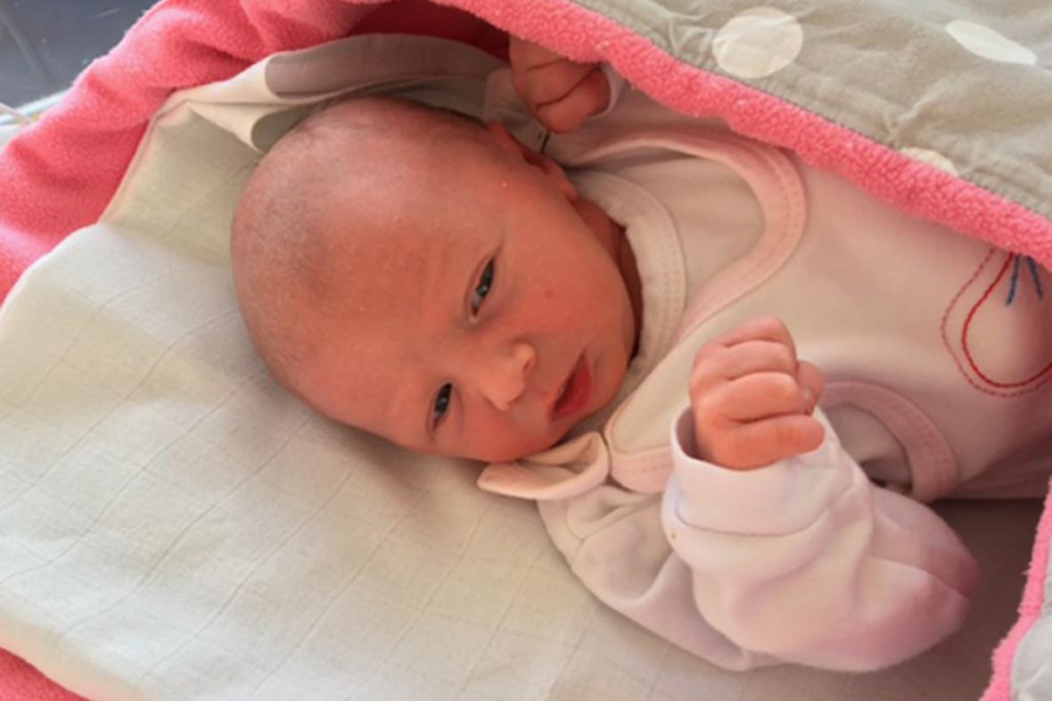 Holčička Ema - první pražské dítě se narodilo dvě minuty po půlnoci