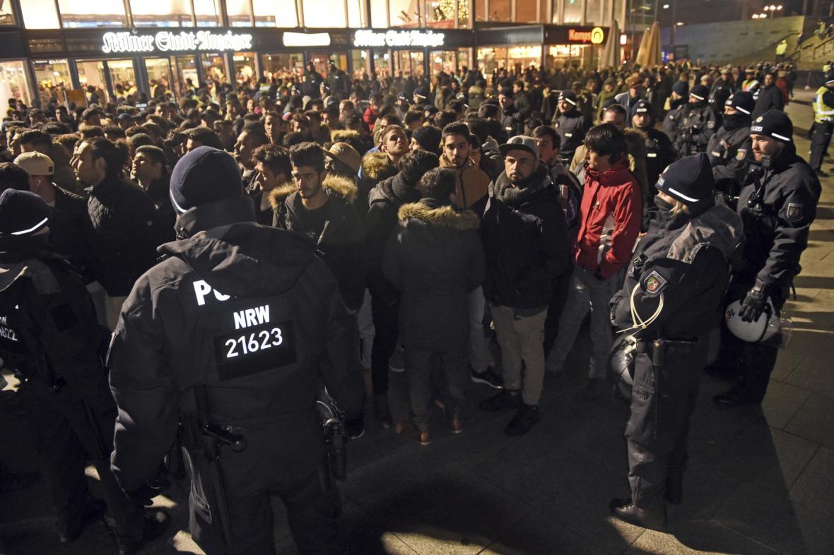 Policie během silvestrovských oslav 2016 v Kolíně nad Rýnem