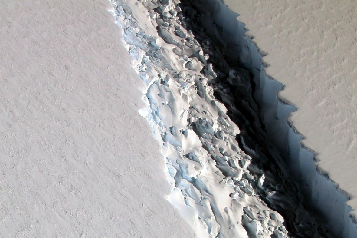 Trhlina v ledovcovém šelfu Larsen C