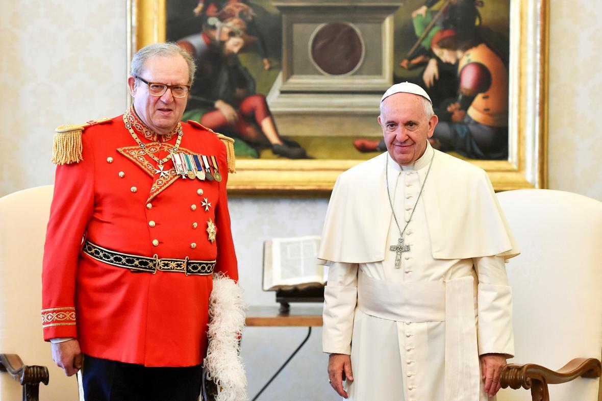 Matthew Festing s papežem Františkem