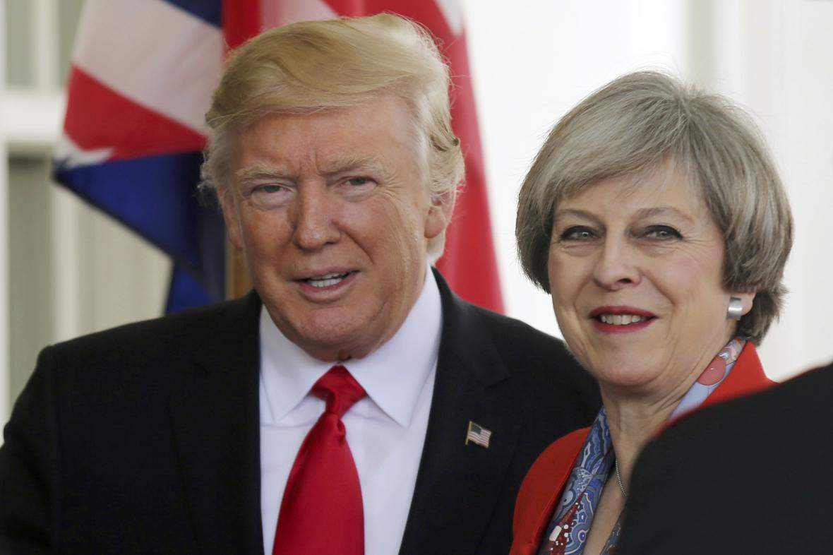 Donald Trump s Theresou Mayovou