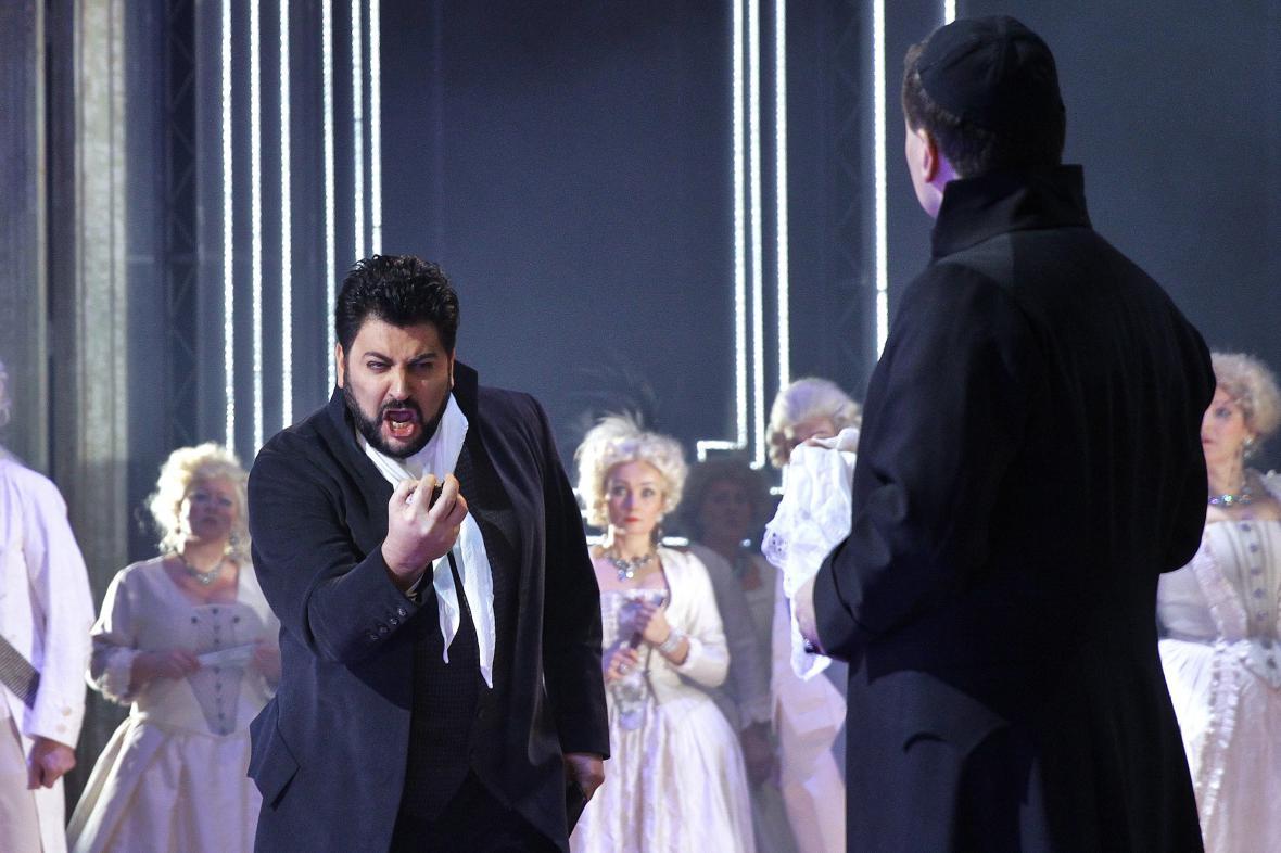 Yusif Eyvazov jako Andrea Chénier