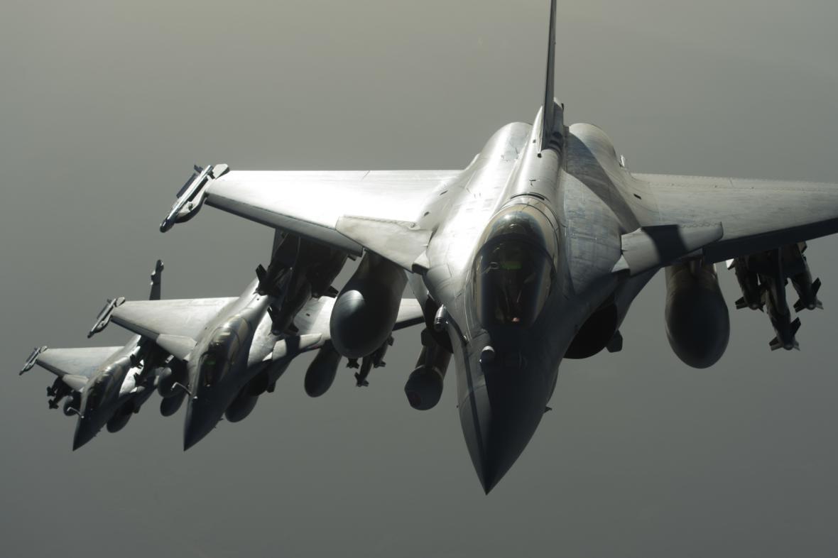 Letecké údery na IS