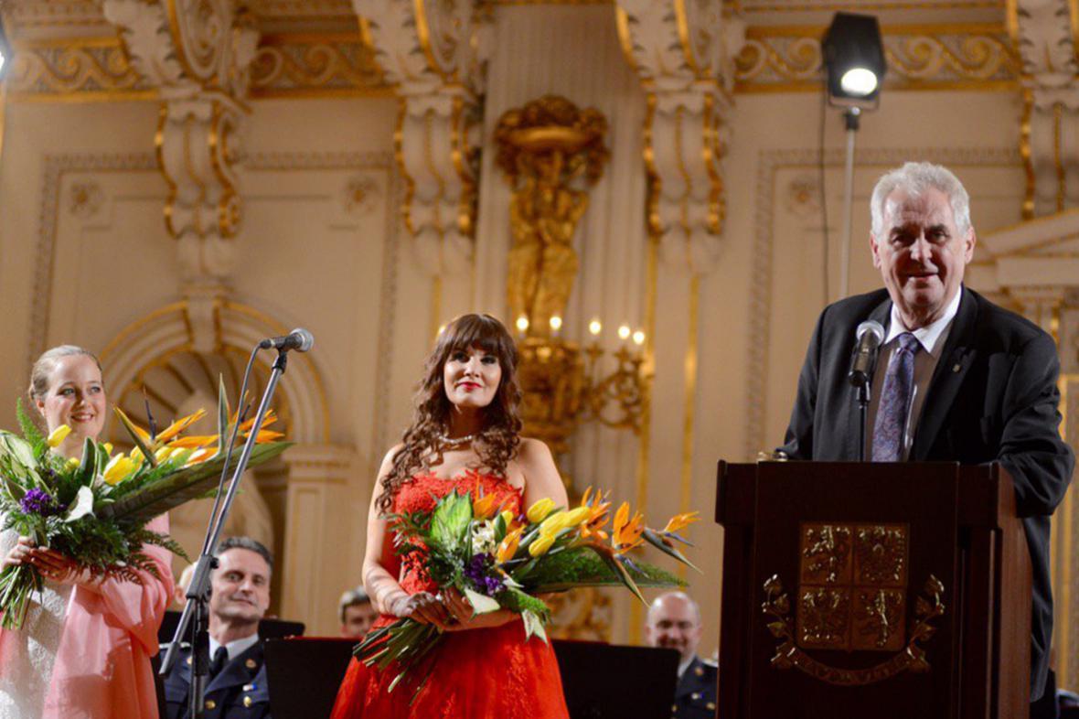 Miloš Zeman se příští rok pokusí obhájit prezidentský mandát