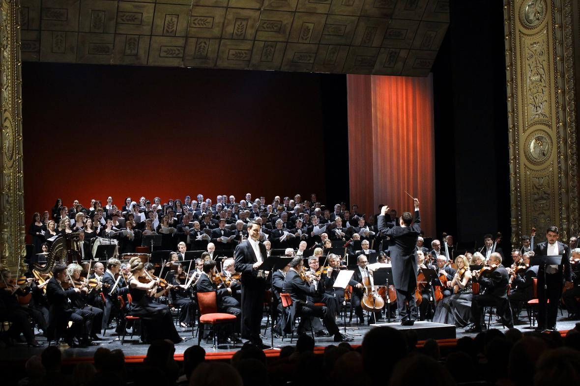 Koncertní provedení Faustova prokletí v Národním divadle