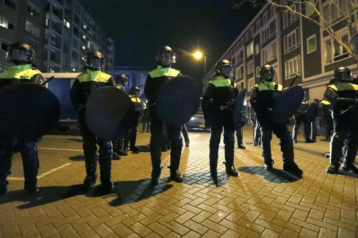 Okolí tureckého konzulátu v Rotterdamu jistí policie