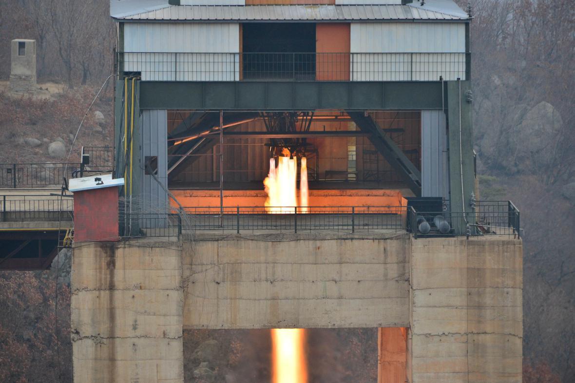 Test jednoho z raketových motorů