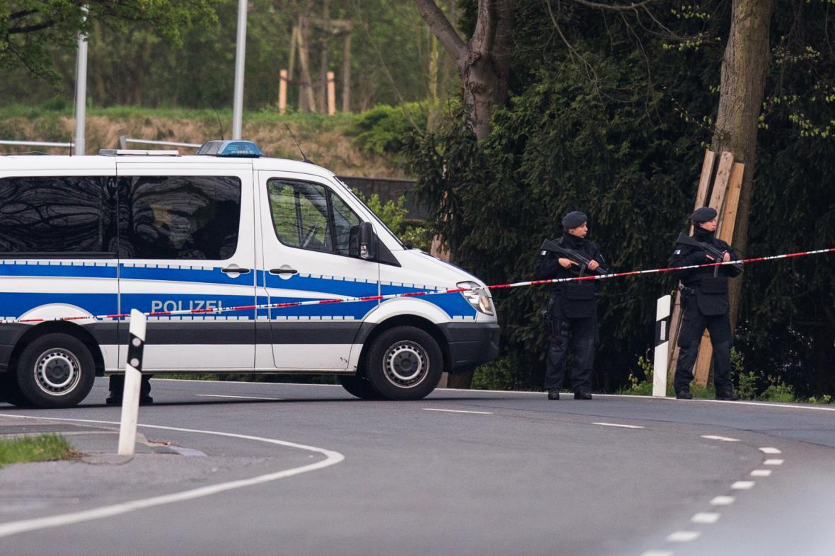 Policie na místě útoku na autobus Borussie Dortmund