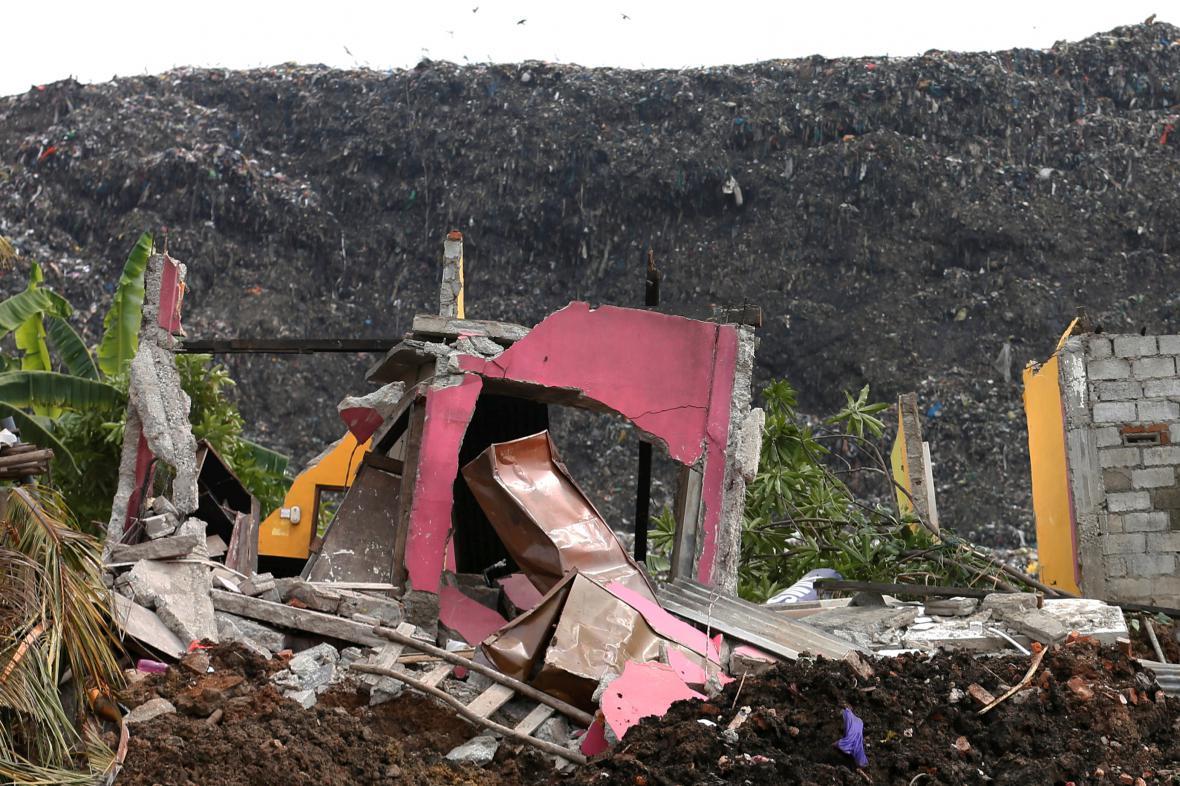 Odpadky zasypaly obydlí na Srí Lance