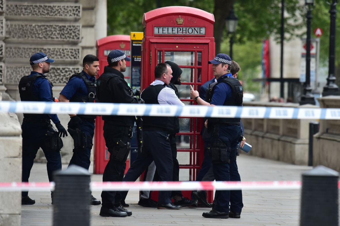 Policie v Londýně zadržela podezřelého muže