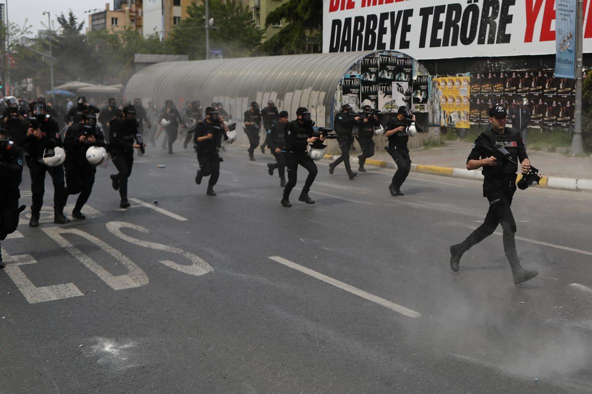 Zakázaná demonstrace v Istanbulu