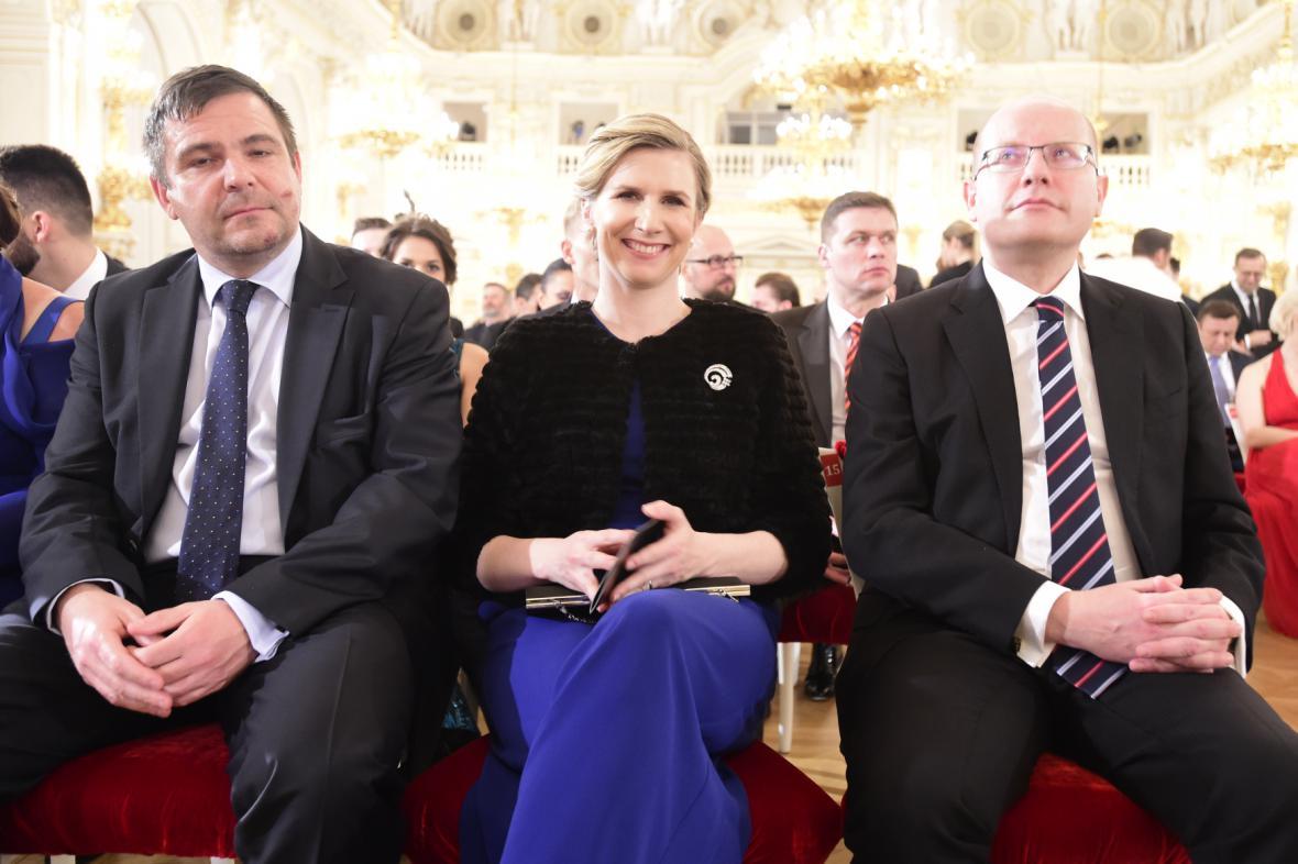 Pražský zastupitel Karel Březina, ministryně školství Kateřina Valachová a premiér Bohuslav Sobotka