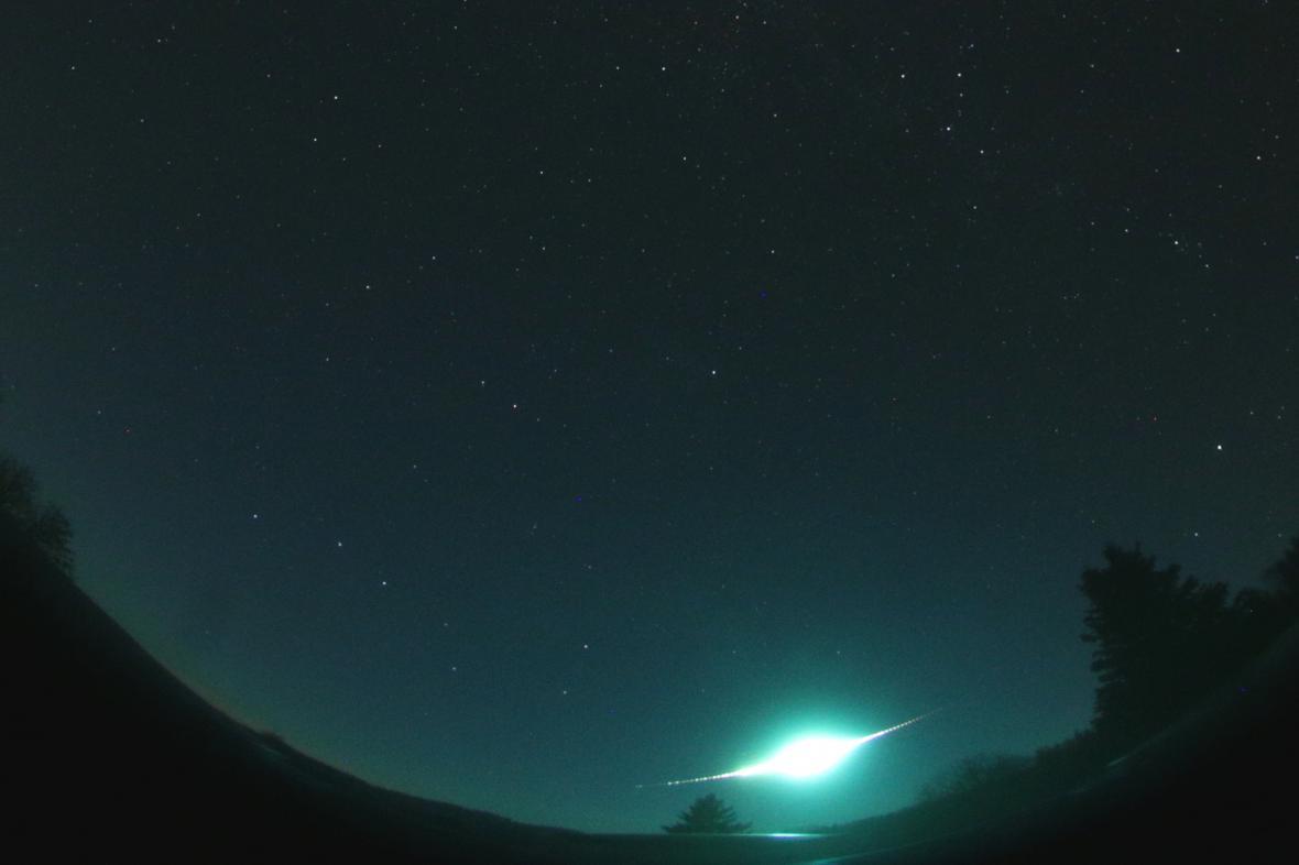 Část celooblohového snímku s nejjasnější Tauridou, který byl pořízen digitální automatickou kamerou na stanici Polom 31. října 2015