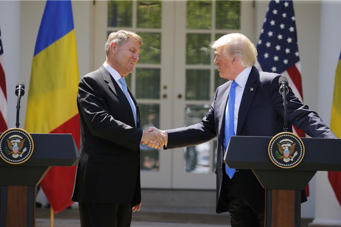 Rumunský prezident Klaus Iohannis s Trumpem