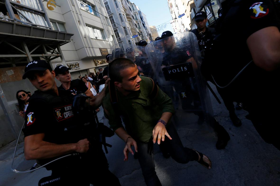 Policie zakročila proti pochodu LGBT v Istanbulu