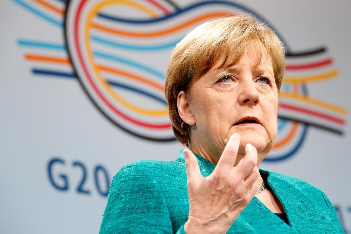 Angela Merkelová tlumočí novinářům závěry summitu G20