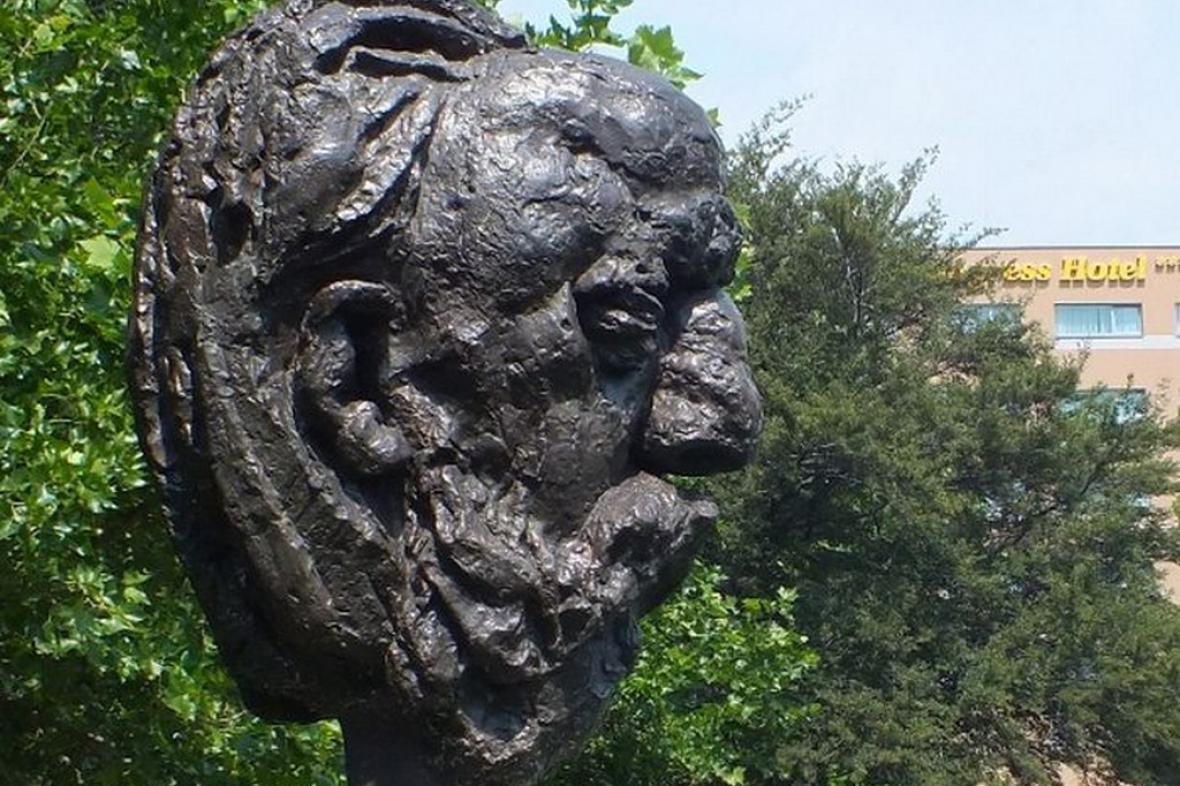 Busta Bedřicha Smetany ze Smetanových sadů