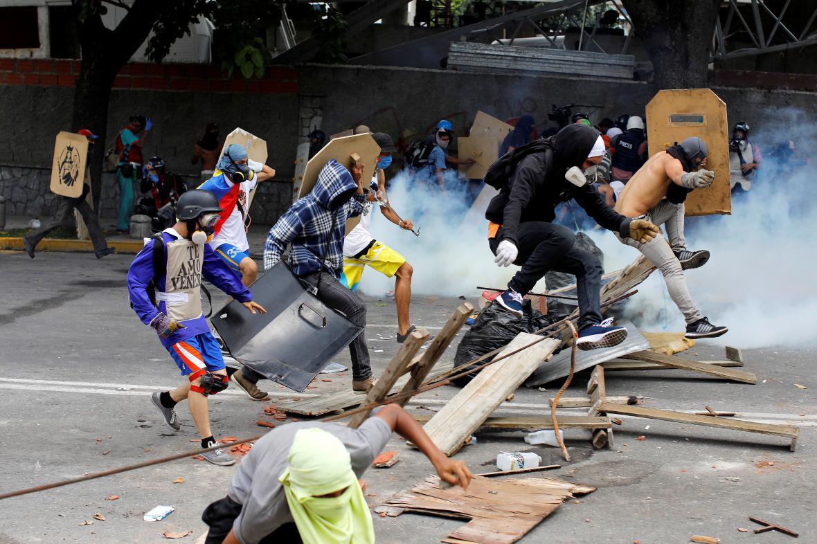 Protest v Caracasu během generální stávky