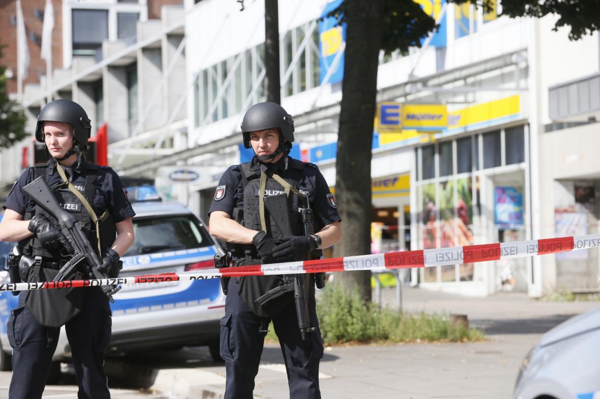 Hamburská policie na místě útoku nožem