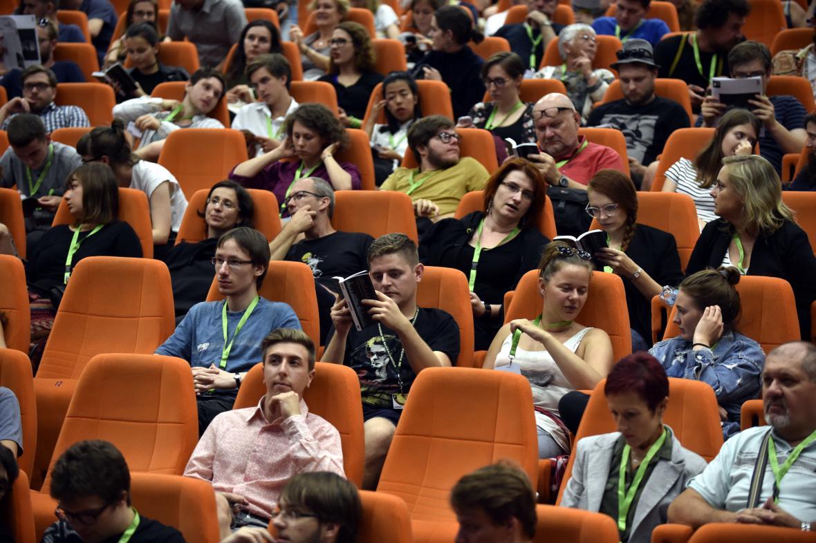 Diváci na Letní filmové škole