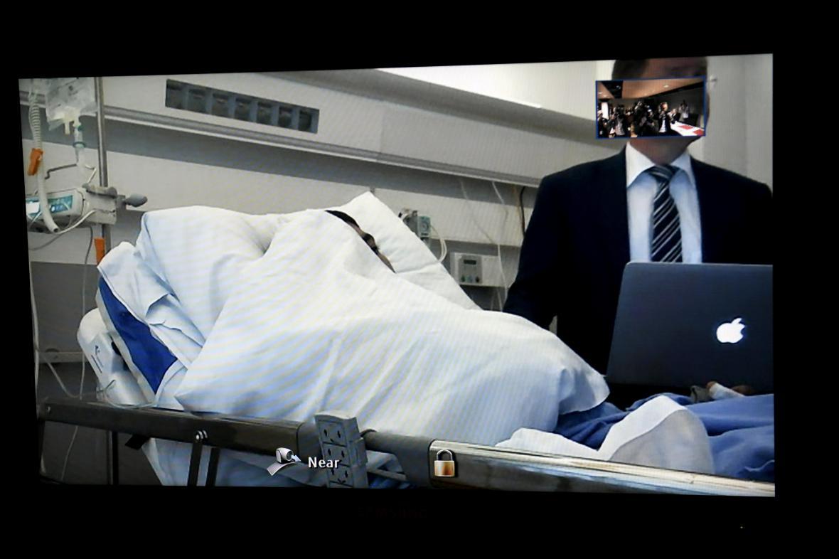 Maročan Abdarrahmán Maškáh vypovídal na dálku z nemocnice