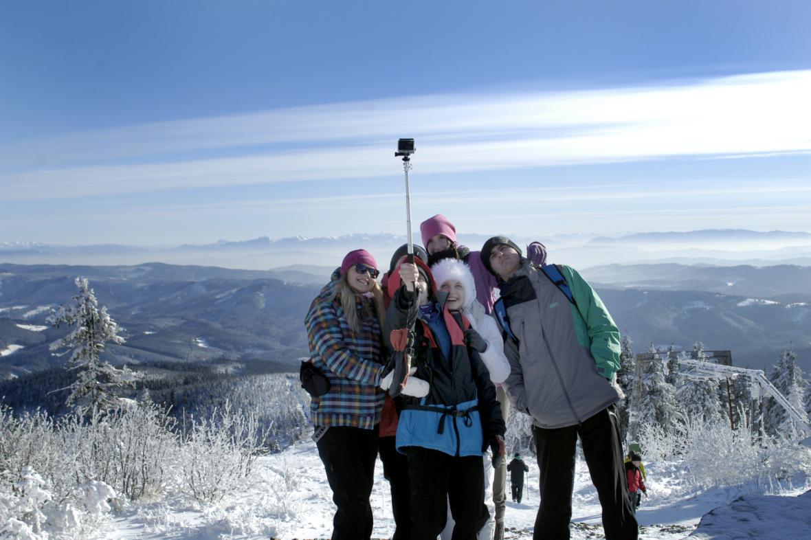 Turisté na Lysé hoře poslední den roku
