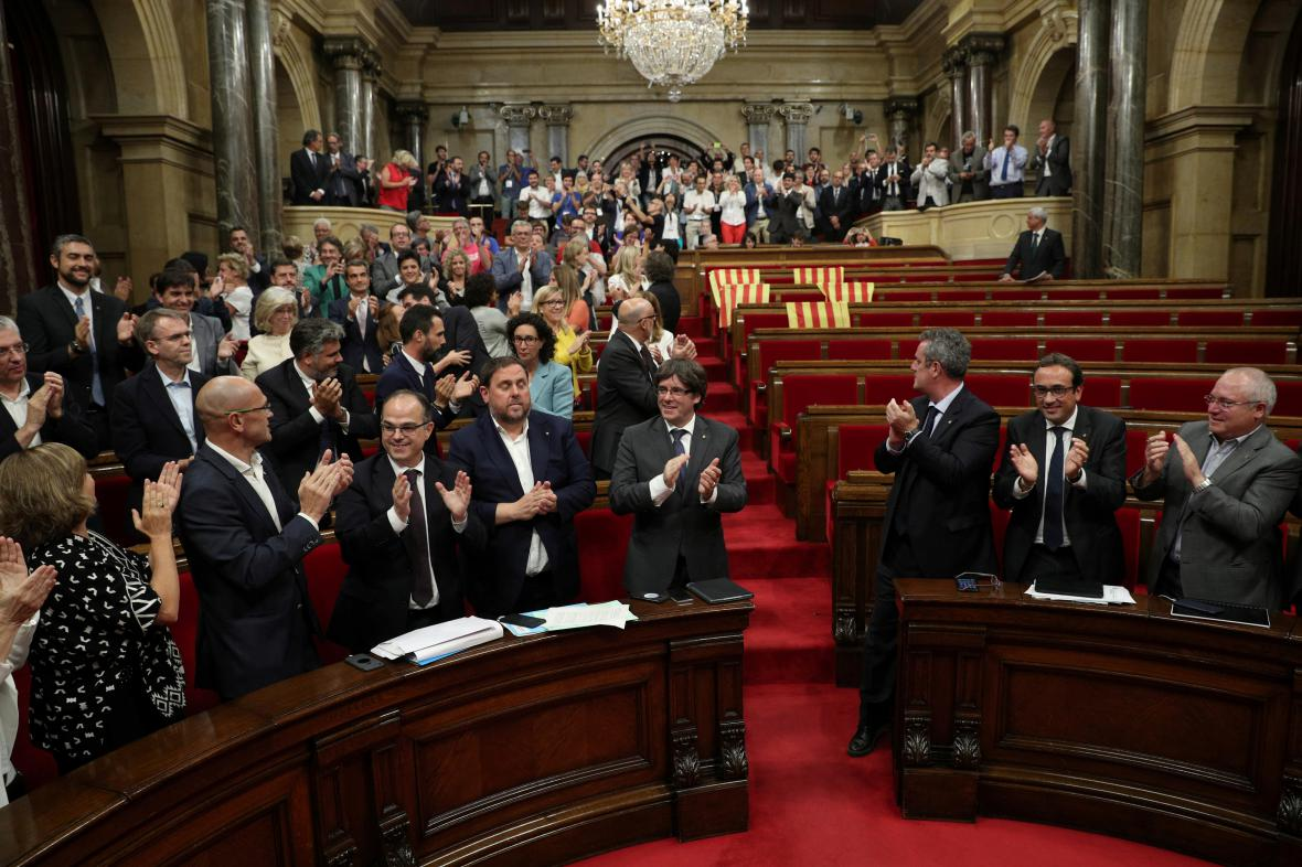 Katalánský parlament schválil referendum o nezávislosti