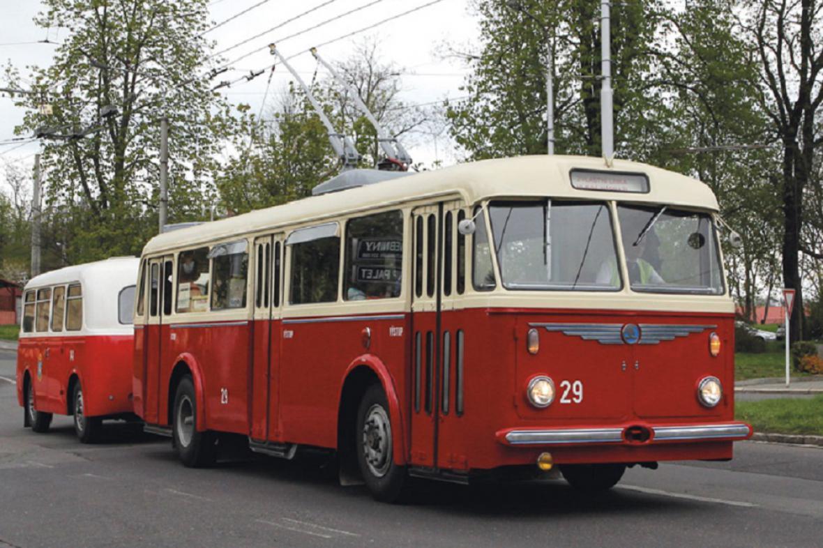 Historický trolejbus Škoda 8 Tr s přívěsem Karosa B 40