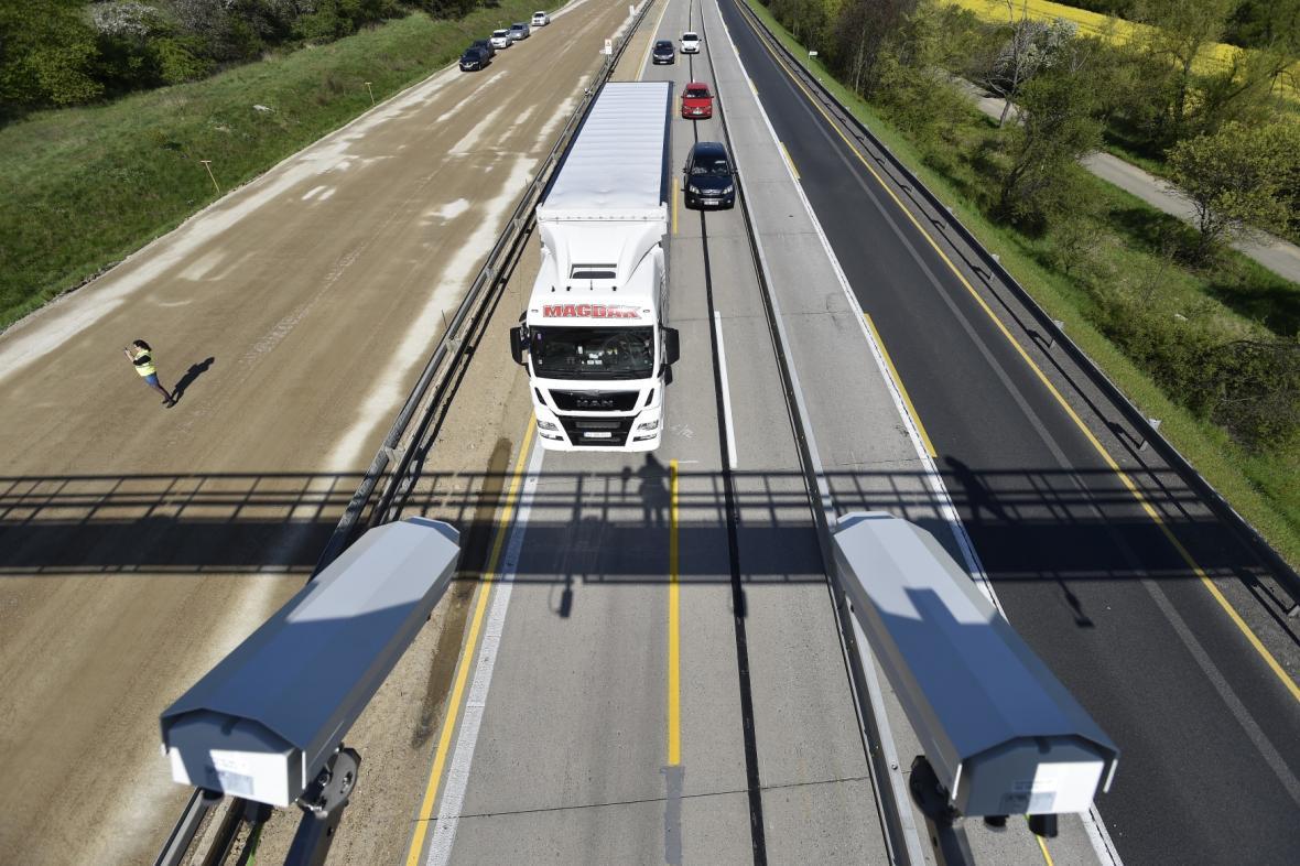 Měření rychlosti na dálnici D1