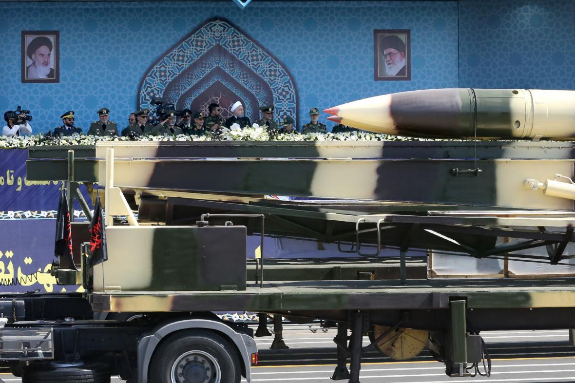 Rakety na přehlídce ozbrojených sil v Teheránu