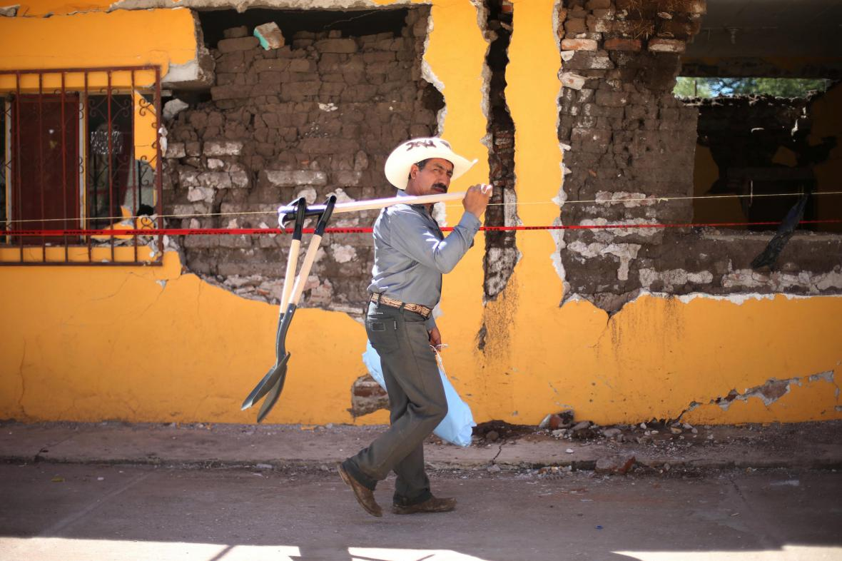 Stovky budov v Mexiku hrozí zřícením