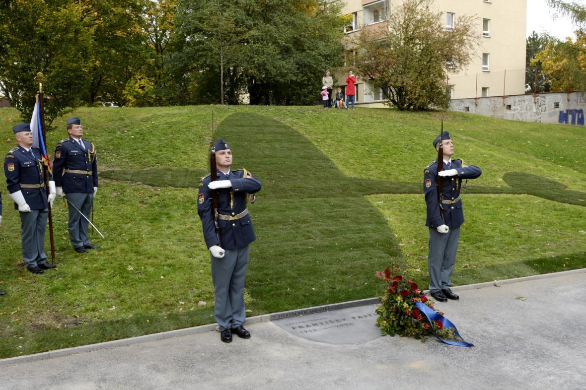 Slavnostní odhalení pomníku Františka Fajtla