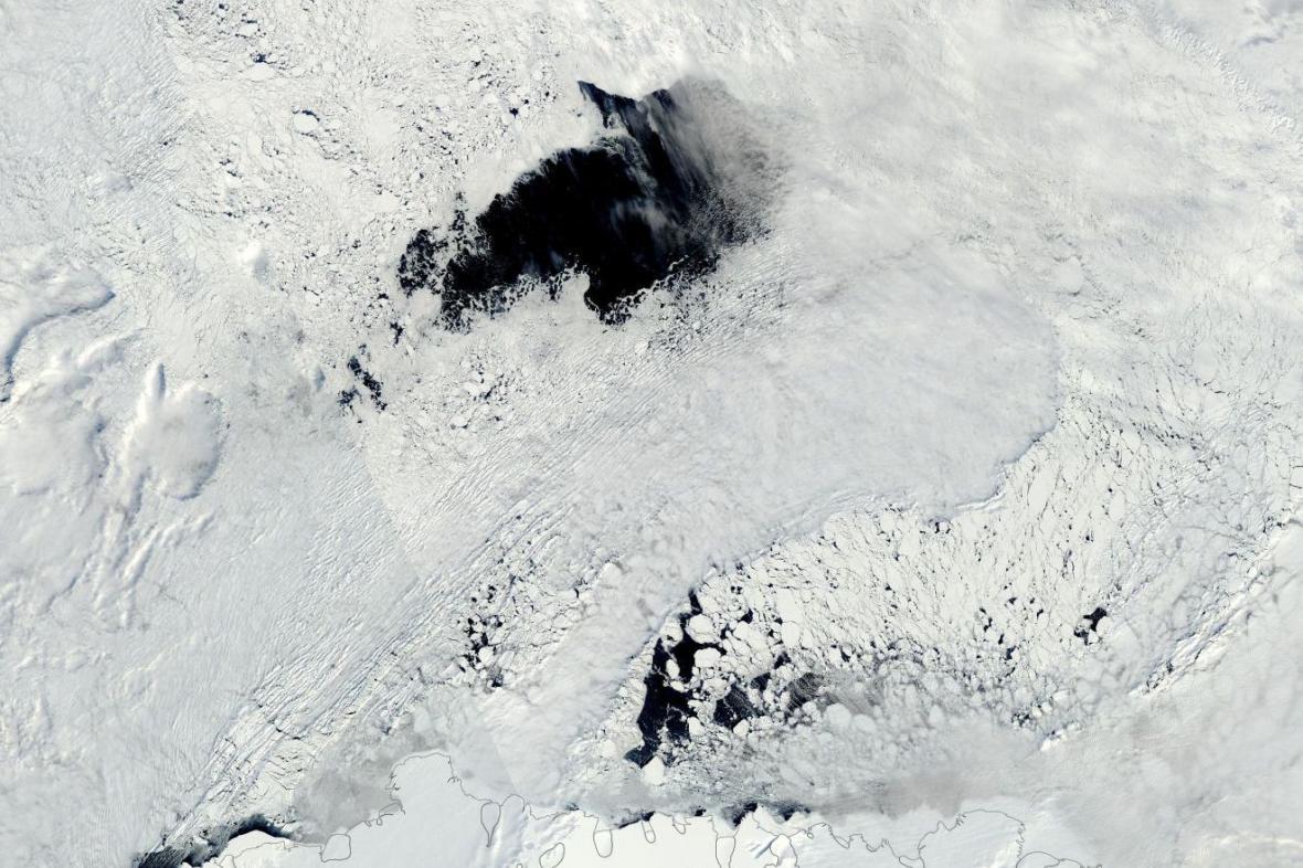 Polynie na satelitním snímku