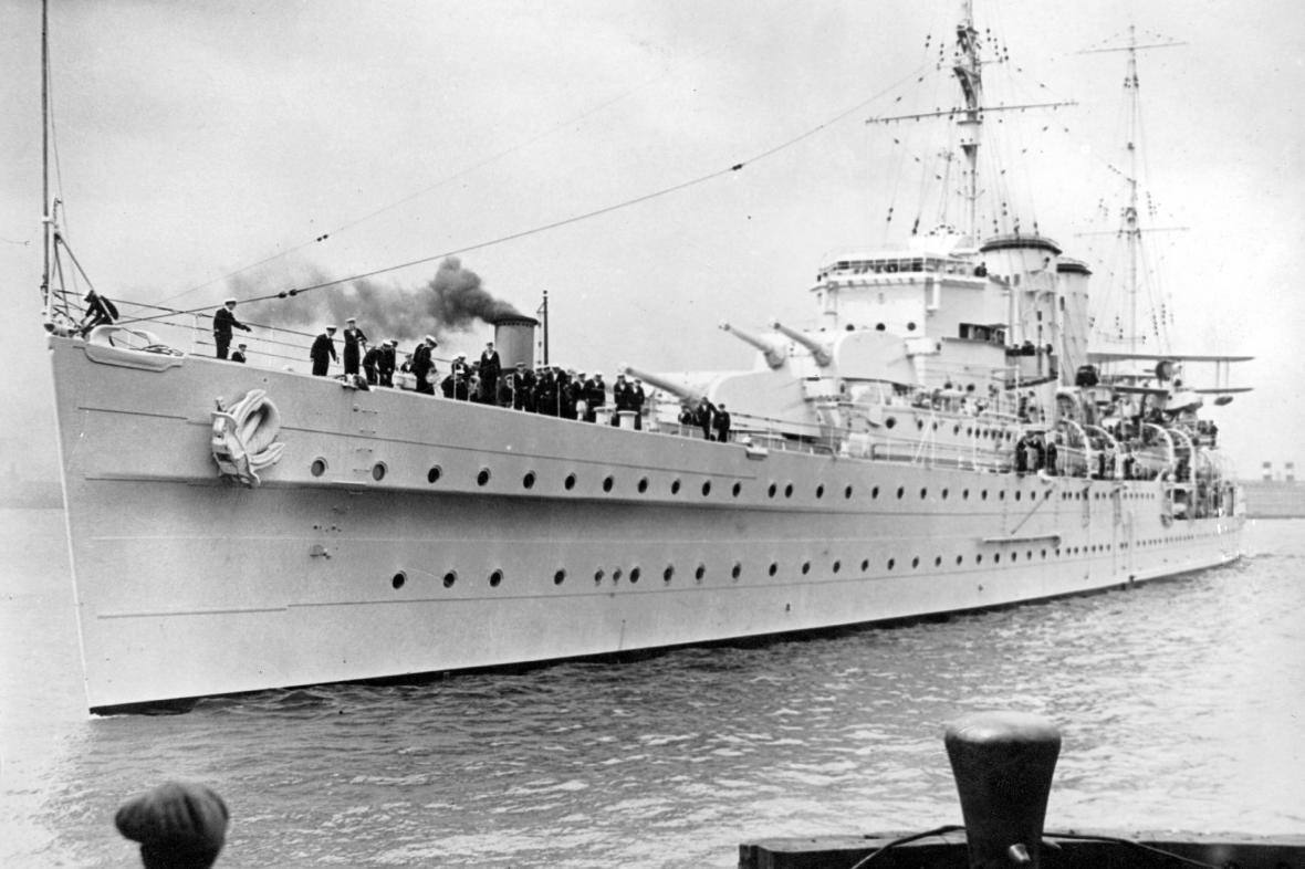 Britský křižník HMS Exeter