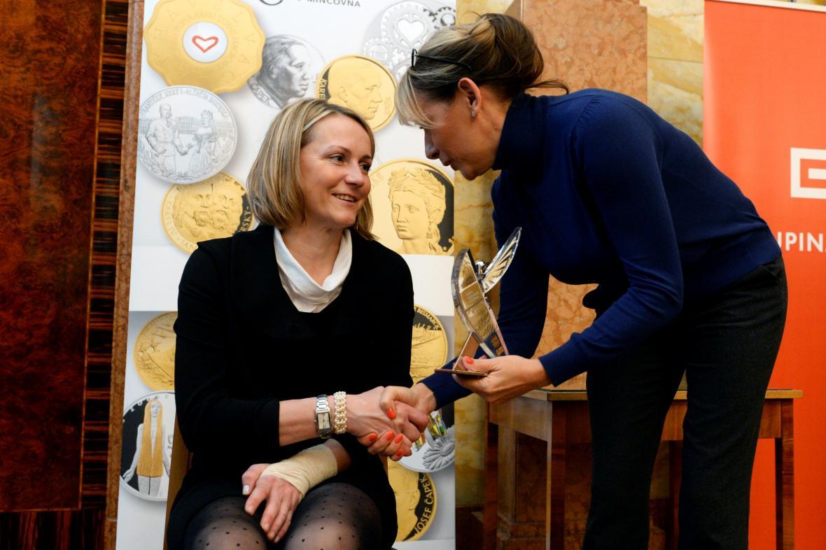 Darina Nešporová, vpravo pražská primátorka Adriana Krnáčová