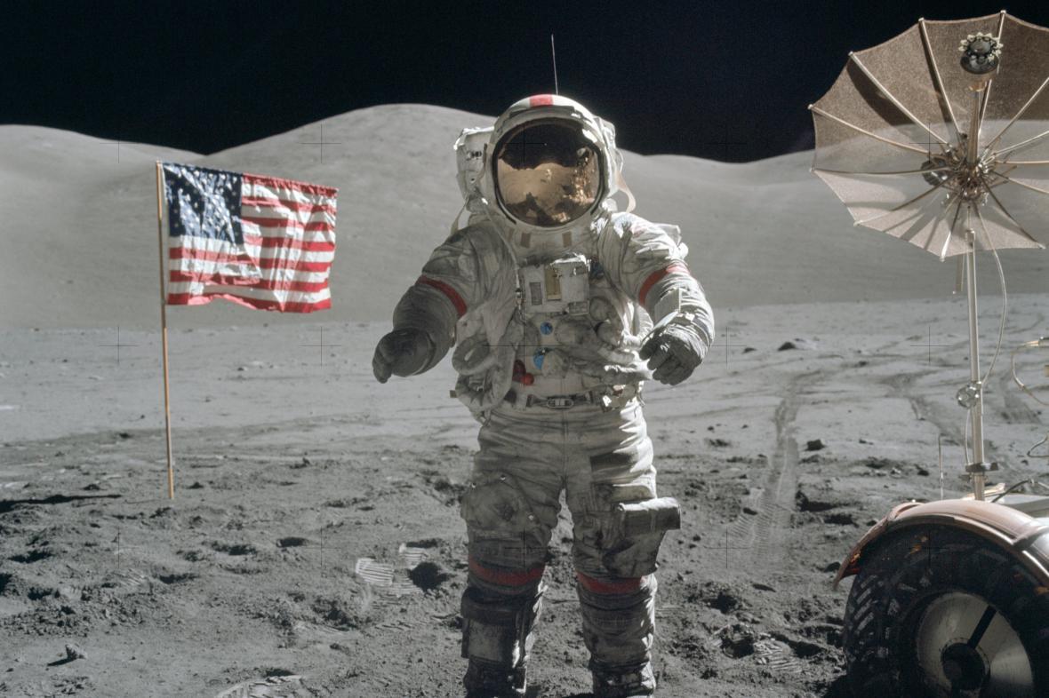 Eugene Cernan na Měsíci