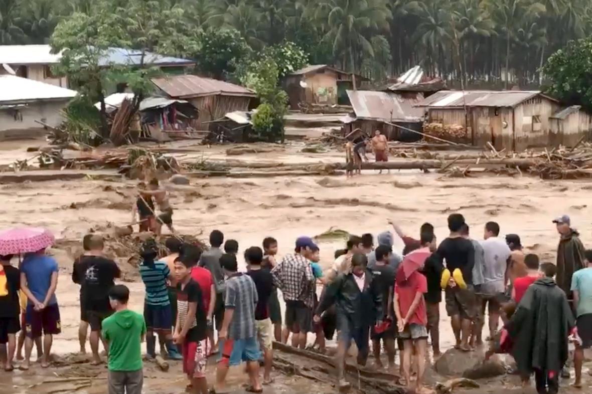 Záplavy a sesuvy bahna na Filipínách
