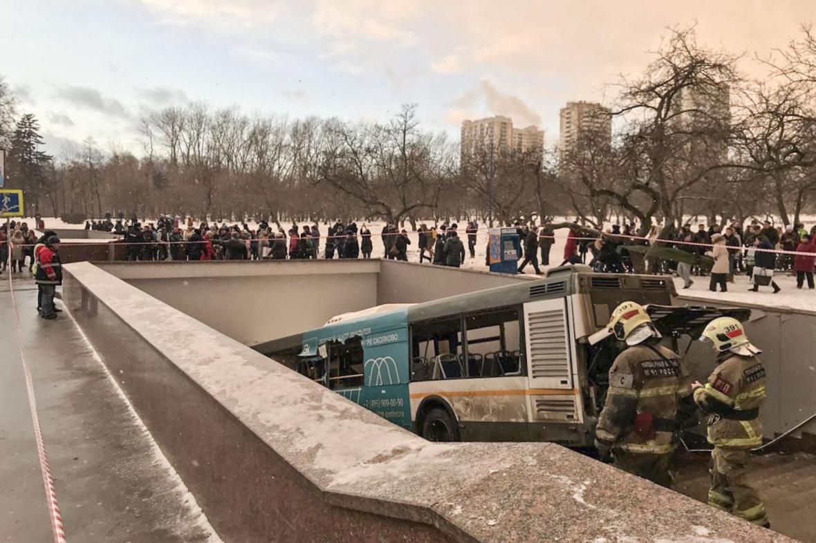 Havarovaný autobus v moskvě