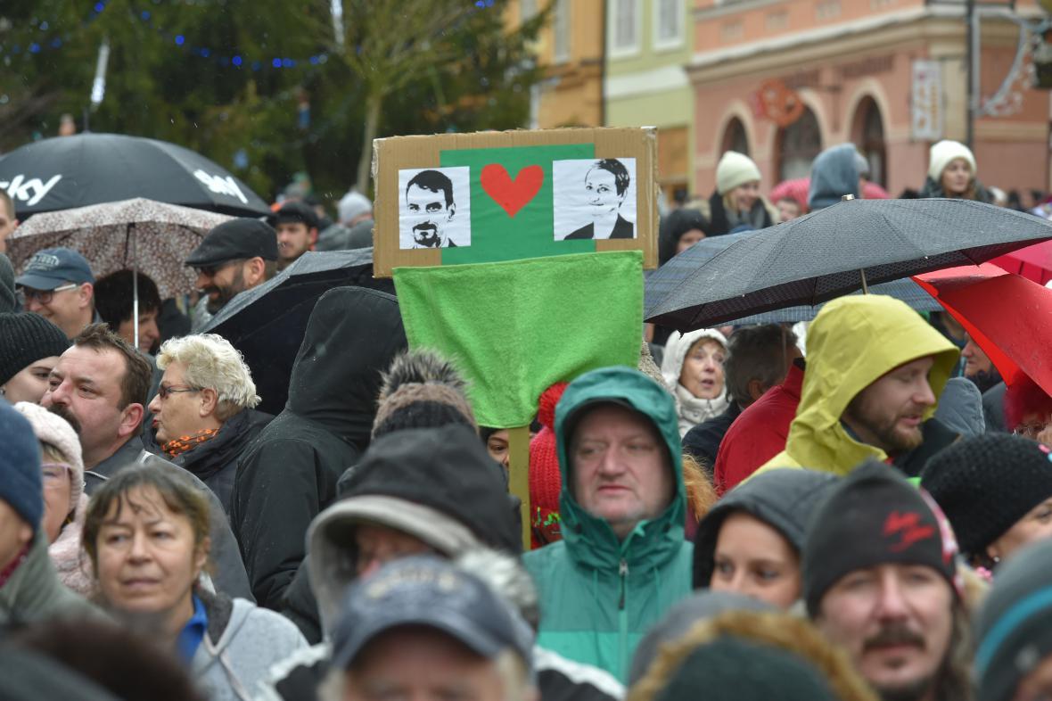 Chebská demonstrace za odvolané vedení města