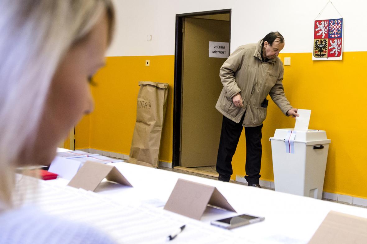 Hlasování v doplňovacích volbách do Senátu ve Dvoře Králové