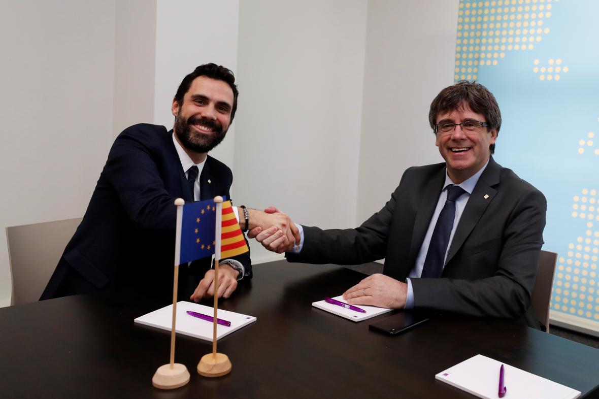 Roger Torrent a Carles Puigdemont (vpravo) na schůzce v Bruselu