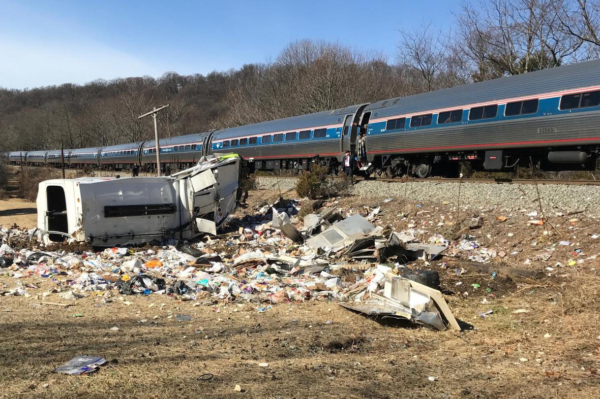 Vlak s republikány se srazil s popelářským vozem